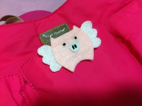 .  Sew a fabric animal brooch in under 30 minutes by felting Inspired by pigs. Version posted by damsie. Difficulty: Simple. Cost: Absolutley free.