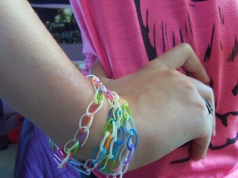 A cute, simple, cheap, and colorful bracelet.(: .  Free tutorial with pictures on how to make an elastic band bracelet in under 3 minutes using paperclip and rubber band. Inspired by emo and rainbow. How To posted by Sammi<333. Difficulty: Simple. Cost: Absolutley free. Steps: 6