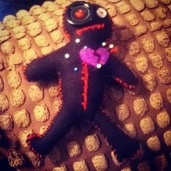 Fun voodoo doll to save your pins  .  Free tutorial with pictures on how to make a Doctor Who plushie in under 150 minutes by sewing and felting with felt, buttons, and paper. Inspired by halloween, dr who, and monsters. How To posted by Gemma P. Difficulty: Simple. Cost: Absolutley free. Steps: 7