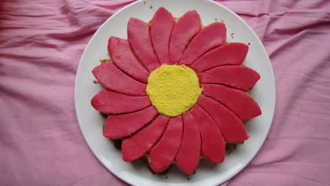When the summer refuses to appear, bring it into your home with a cake! .  Decorate a floral cake in under 60 minutes by baking and decorating with icing, mold, and marzipan. Inspired by flowers and cake. Creation posted by Dragonfly. Difficulty: Easy. Cost: Cheap.