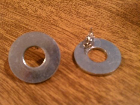 I like em.  .  Make a pair of hardware earrings in under 10 minutes using earring and washers. Creation posted by Lau5ren. Difficulty: Easy. Cost: No cost.
