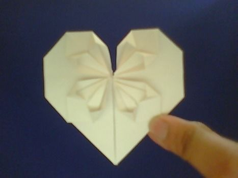 .  Fold an origami shape in under 7 minutes by paper folding, paper folding, and paper folding Inspired by hearts and hearts. Version posted by Anisah R. Difficulty: 3/5. Cost: Absolutley free.