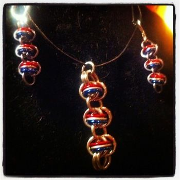 """""""USA Pride"""" patriotic chainmaille earrings and pendant set .  Make a pair of chainmaille earrings in under 90 minutes by jewelrymaking, chainmailing, metalworking, weaving, and wireworking with earring hooks, chain nose pliers, and chainmaille. Inspired by 4th of july, costumes & cosplay, and people. Creation posted by YODISign. Difficulty: Simple. Cost: Cheap."""