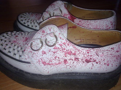 For those who love blood and creepers .  Free tutorial with pictures on how to paint a pair of paint splatter shoes in under 46 minutes by decorating with water, tooth brush, and acrylic paint. Inspired by halloween, gothic, and monsters. How To posted by XxXOh DorothyXxX. Difficulty: Simple. Cost: No cost. Steps: 4