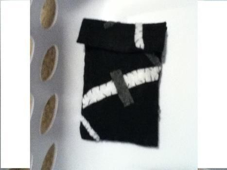 I lovee it! .  Free tutorial with pictures on how to stitch an applique pouch in under 60 minutes by sewing with felt, thread, and sewing needle. Inspired by clothes & accessories and soul eater. How To posted by Jay .. Difficulty: Easy. Cost: Absolutley free. Steps: 5