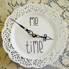 Make A Doily Plate Clock