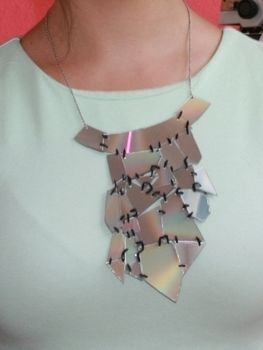 Made from new ´old´ cd´s .  Free tutorial with pictures on how to make a recycled necklace in 6 steps using scissors, paper, and jump rings. How To posted by Hella. Difficulty: 3/5. Cost: Cheap.