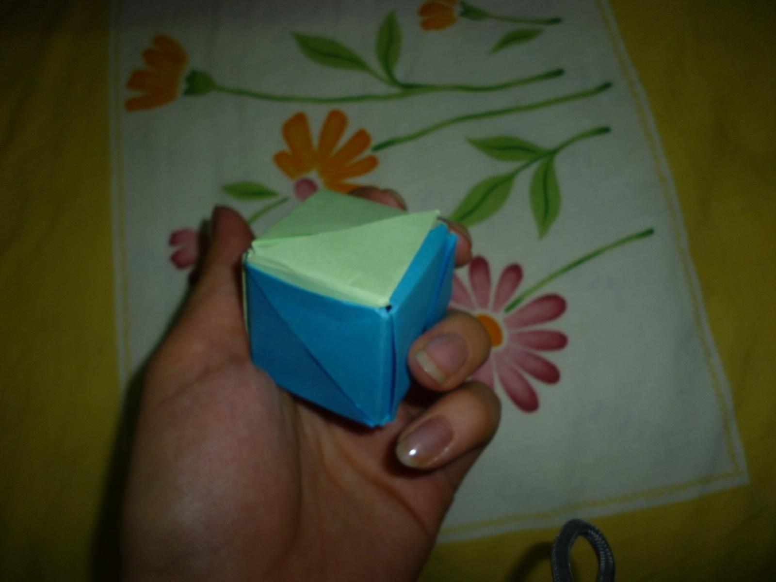 Magic rose cube Valerie Vann | Gilad's Origami Page | 1200x1600