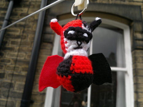 Loves Joker Bat like crazy, so you better make them both! .  Free tutorial with pictures on how to stitch a knit or crochet keyring in under 120 minutes by yarncrafting, crocheting, and amigurumi with felt, yarn, and crochet hook. Inspired by halloween, batman, and creatures. How To posted by HotPinkCrayola. Difficulty: 3/5. Cost: Absolutley free. Steps: 6