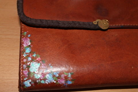 To decorate old purses .  Free tutorial with pictures on how to sew a leather pouch in under 60 minutes by decorating with glue, acrylic paint, and clock. Inspired by vintage & retro. How To posted by vasilena s. Difficulty: 3/5. Cost: No cost. Steps: 5