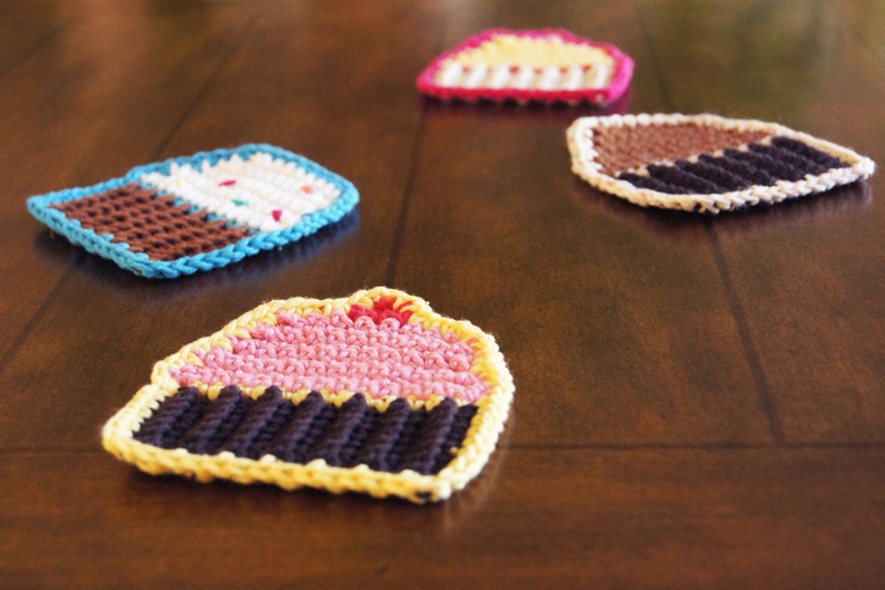 Crochet Pattern Free Cupcake : Crocheted Cupcake Coasters ? How To Stitch A Knit Or ...