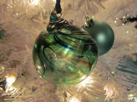 Very good for a first try .  Make a bauble in under 30 minutes by glassworking with glass. Inspired by christmas. Creation posted by SilverM0on. Difficulty: 4/5. Cost: 5/5.