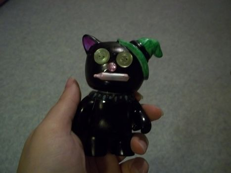 Superstition! .  Sculpt a clay cat in under 60 minutes by embellishing and molding with permanent marker and figurine. Inspired by halloween and cats. Creation posted by Ashley P. Difficulty: Easy. Cost: Absolutley free.