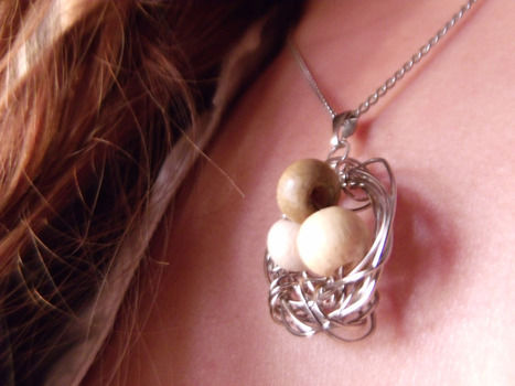 .  Make a wire necklace in under 50 minutes by jewelrymaking and wireworking Inspired by bird nests. Version posted by ToniStark. Difficulty: Simple. Cost: 3/5.