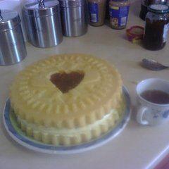 Giant Jammy Dodger Cake