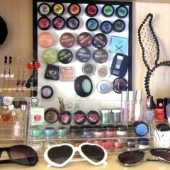 Magnetic Eyeshadow Display