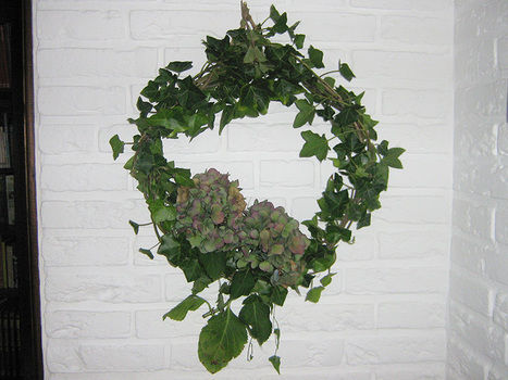 Even the hanging is natural! .  Make a floral wreath in under 30 minutes by gardening and weaving with twigs  and hydrangea. Inspired by flowers. Creation posted by Maladignia. Difficulty: Simple. Cost: No cost.