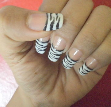 Its vry easy but elegant. .  Paint an animal print nail in under 15 minutes by nail painting and nail painting with paint and paint. Inspired by animals, creatures, and zebra print. Creation posted by ishitakapoor. Difficulty: Easy. Cost: Absolutley free.