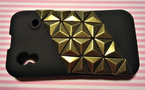 Do your own studs phone case .  Free tutorial with pictures on how to make a phone case in under 10 minutes by embellishing, studding, and studding with scissors, velcro, and studs. Inspired by clothes & accessories. How To posted by carrapuchina c. Difficulty: Simple. Cost: Cheap. Steps: 7