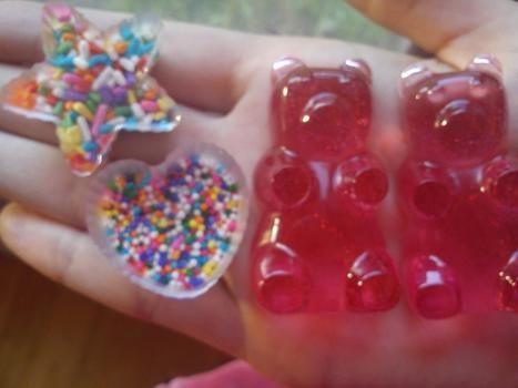 Look yummy, but don't eat!! .  Make a resin pendant by resinworking with resin, sprinkles, and molds. Inspired by kawaii, bears, and stars. Creation posted by ZavodnyeKlouny. Difficulty: Simple. Cost: 3/5.
