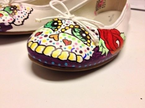 .  Paint a pair of painted shoes in under 120 minutes Inspired by skulls & skeletons and day of the dead. Version posted by Elaine W. Difficulty: Simple. Cost: No cost.