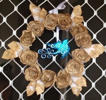 .  Make a paper wreath in under 180 minutes by decorating, papercrafting, and not sewing Inspired by roses. Version posted by Xx13.CrowsxX. Difficulty: 4/5. Cost: Cheap.