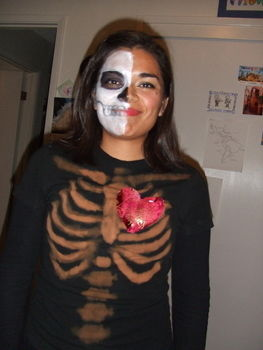 .  Make a decorated top in under 45 minutes by bleaching and bleaching Inspired by halloween and costumes & cosplay. Version posted by AnaQ. Difficulty: Simple. Cost: Absolutley free.