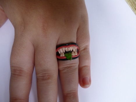 Nice teeth. .  Free tutorial with pictures on how to make a clay ring in under 80 minutes by molding with polymer clay and polymer clay glaze. Inspired by halloween, gothic, and monsters. How To posted by Minimax. Difficulty: 3/5. Cost: Cheap. Steps: 6