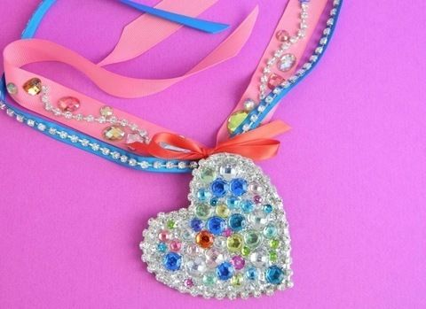 The Big-Ass Book of Bling .  Free tutorial with pictures on how to make a pendant necklace in under 30 minutes by jewelrymaking with cardboard, glitter, and white glue. Inspired by katy perry. How To posted by Mark Montano. Difficulty: Simple. Cost: Cheap. Steps: 10