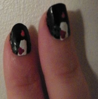 Christmas nails .  Paint seasonal nail art in under 20 minutes by nail painting with paint and clear nail polish. Inspired by christmas. Creation posted by Laura. Difficulty: Easy. Cost: Absolutley free.