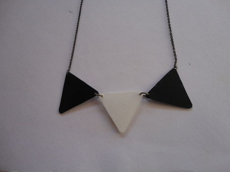 A color block triangle necklace! .  Free tutorial with pictures on how to make a bunting necklace in under 30 minutes by jewelrymaking with scissors, needle, and acrylic paint. How To posted by InoL. Difficulty: Easy. Cost: Cheap. Steps: 8