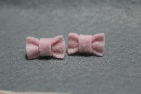 .  Make a set of ribbon earrings in under 30 minutes Version posted by Rainyriver. Difficulty: Simple. Cost: Cheap.