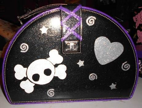 Revamp a vintage makeup case to your ultimate gothic style makeup case.  This is now my abso fave! :) .  Make a pouch, purse or wallet in under 120 minutes by decorating, embellishing, and stencilling with acrylic paint, acrylic paint, and acrylic paint. Inspired by halloween, gothic, and costumes & cosplay. Creation posted by Queen of the Sidhe. Difficulty: Easy. Cost: Cheap.