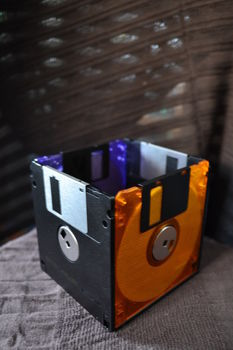 Outdated? I think not! .  Recycle a floppy disc box in under 30 minutes using glue and floppy disk. Creation posted by Risa.Hanae (JapZilla). Difficulty: Easy. Cost: No cost.