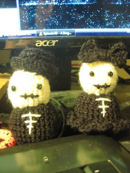 Amigurumi, crochet, skeleton .  Make a food plushie in under 120 minutes by crocheting and amigurumi with yarn, beads, and stuffing. Inspired by halloween, domo kun, and domo kun. Creation posted by SieniPieni. Difficulty: Easy. Cost: No cost.