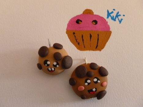 Cute cookies .  Sculpt a clay cookie in under 20 minutes by jewelrymaking with wire, acrylic paint, and polymer clay. Inspired by kawaii, cookies, and clothes & accessories. Creation posted by kiki94. Difficulty: Simple. Cost: Cheap.