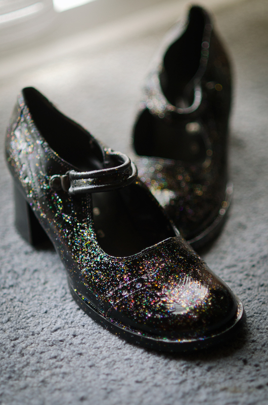 how to make galaxy shoes how to paint a pair of patterned shoes decorating on cut out keep. Black Bedroom Furniture Sets. Home Design Ideas
