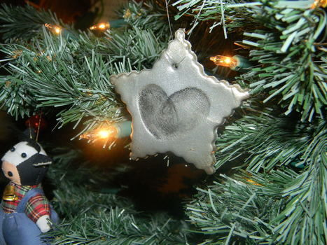A cute way to commemorate your first Xmas together! .  Free tutorial with pictures on how to make a Christmas tree ornament in under 60 minutes by decorating with acrylic paint, toothpick, and sculpey clay. Inspired by christmas. How To posted by Emily . Difficulty: Easy. Cost: Cheap. Steps: 7