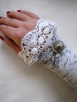 A fabulous, repurposing project - use old socks to make new warmers! .  Free tutorial with pictures on how to make a pair of sock gloves in under 20 minutes by sewing with socks. How To posted by Maya Kuzman. Difficulty: Easy. Cost: Absolutley free. Steps: 5