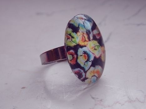 New version .  Make a cabochon ring in under 10 minutes by jewelrymaking with hot glue gun, white glue, and varnish. Creation posted by Anna H. Difficulty: Easy. Cost: No cost.