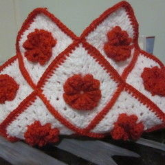 Granny Square Handbag ( Sewing Your Granny Sqares Together)