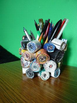 Medium magazine pen and pencil hol