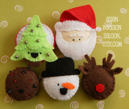 Have a very Kawaii Christmas! .  Make a fabric magnet in under 120 minutes by needlepointing and sewing with poly fill stuffing, felt, and plastic bottle cap. Inspired by snowman. Creation posted by lotusbomb. Difficulty: Simple. Cost: Absolutley free.