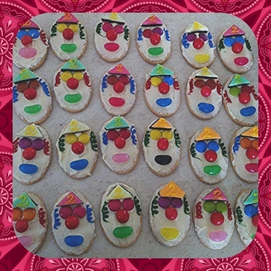 Clown Face Biscuits · How To Decorate A Character Cookie