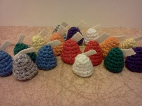 Crochet, ornaments, Christmas tree ornaments .  Make a Christmas decoration in under 60 minutes by crocheting with yarn. Inspired by christmas and kawaii. Creation posted by Mochi Mochi. Difficulty: Easy. Cost: No cost.