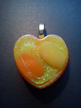 Going to start my own business making them soon .  Make a resin pendant by resinworking with buttons, glue, and acrylic paint. Inspired by kawaii, fruit, and flowers. Creation posted by ZavodnyeKlouny. Difficulty: Easy. Cost: No cost.