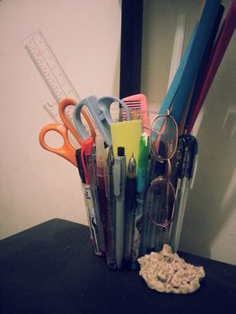 Recycle old and useless pens to hold, well, other pens and even other desk items. .  Free tutorial with pictures on how to make a pot in under 30 minutes by creating and decorating with glue gun, pens, and glue stick. How To posted by eunkz_7185. Difficulty: Easy. Cost: Absolutley free. Steps: 3