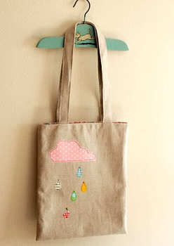 Rainy days aren't so gloomy with this cute and easy tote .  Free tutorial with pictures on how to sew an applique tote in under 120 minutes by sewing with fabric, fabric, and thread. How To posted by Kim K. Difficulty: Simple. Cost: 3/5. Steps: 19