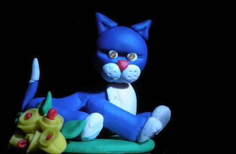How to make a Play-Doh Cat .  Free tutorial with pictures on how to sculpt a clay cat in under 20 minutes by molding with toothpick and glass bubble beads. Inspired by cats. How To posted by Tales of Twisted Fibers. Difficulty: Simple. Cost: Cheap. Steps: 3