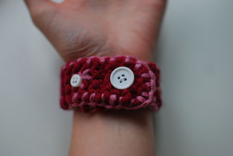 Yarn-tastic! .  Free tutorial with pictures on how to stitch a knit or crochet bracelet in under 60 minutes by yarncrafting and knitting with yarn and buttons. How To posted by SecretBatcave. Difficulty: Simple. Cost: No cost. Steps: 11